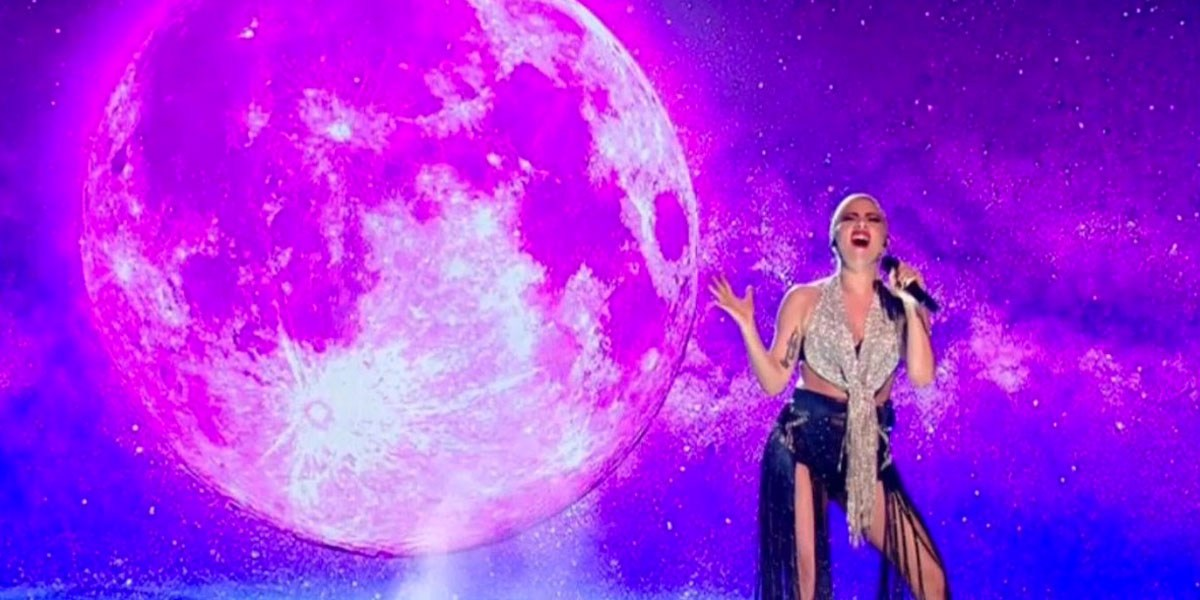 Lady Gaga Performs 'Million Reasons' On X Factor UK
